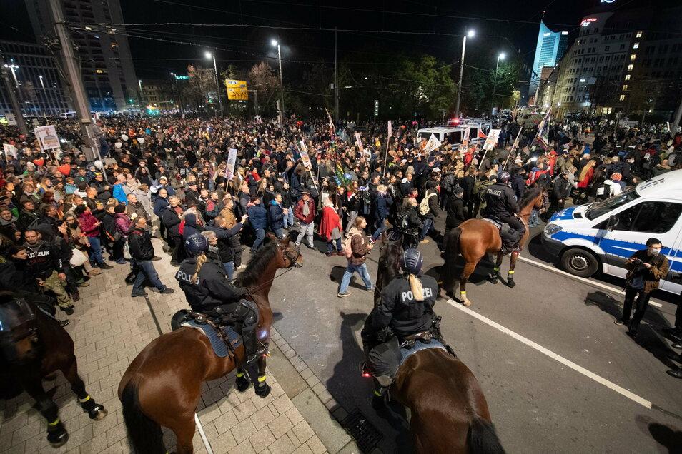 """Leipzig war am 7. November bundesweit in die Schlagzeilen geraten, nachdem eine """"Querdenken""""-Demonstration aus dem Ruder gelaufen war."""