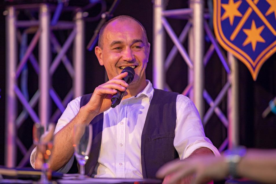 Norman Reitner war einer der Moderatoren des Abends - auch für ihn eine neue Erfahrung, so ganz ohne Publikum vor der Bühne die Leute trotzdem gut zu unterhalten.