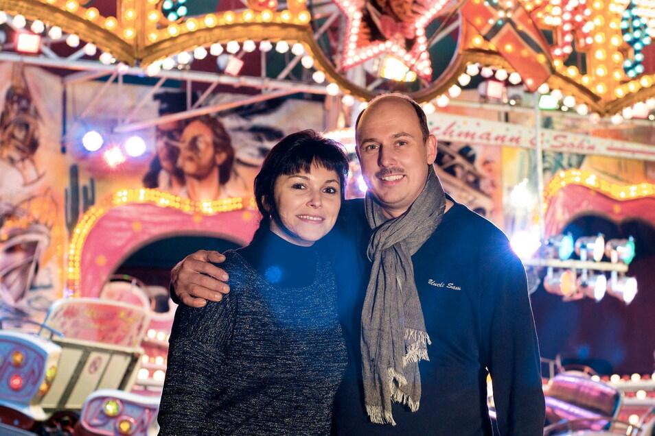 Thomas Bachmann und seine Frau sind Schausteller in sechster Generation. Sie und Kollege Michael Gruhl organisieren den Vergnügungspark im Kamenzer Forst.