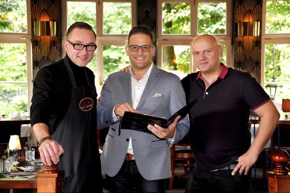 Sie finden die Vier-Tage-Woche in Ordnung: Küchenchef Frank Wiesner, Geschäftsführer Moyd Karrum und Chefkellner Roberto Meissner (v.l.).