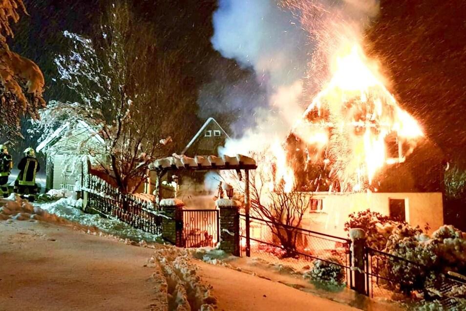 Das Feuer hat das Haus völlig verwüstet.