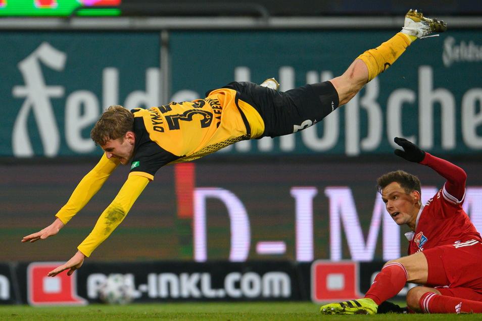 Sie schonen sich nicht, und er gleich gar nicht. Christoph Daferner ist Dynamos Kämpfer schlechthin, rackert und läuft und geht keinem Duell aus dem Weg - auch wenn die Landung hart ist.