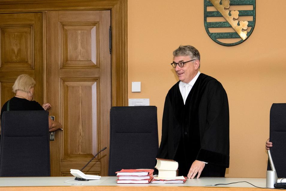 Richter Ulrich von Küster, hier bei einer anderen Verhandlung: Er hat jetzt den Vorsitz in einem Vergewaltigungsverfahren.