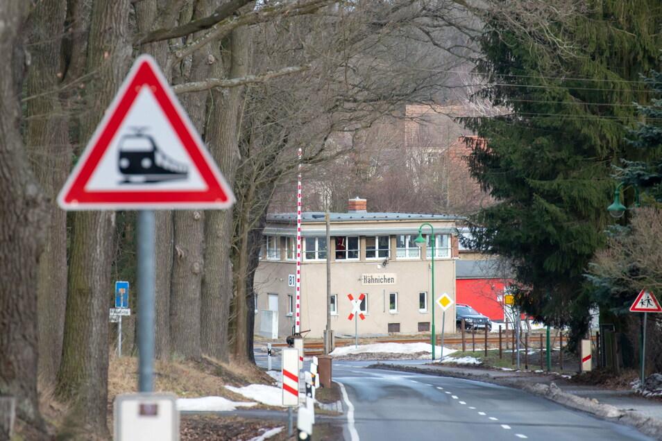 Hähnichen liegt an der Bahnstrecke Cottbus-Zittau.