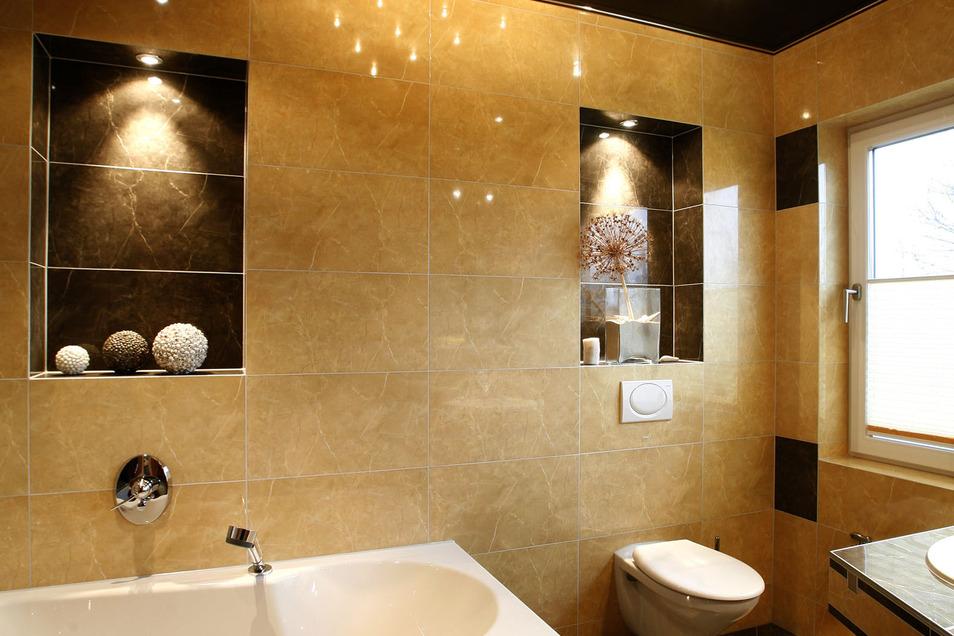 Zu romantischen und erholsamen Stunden im Bad trägt das Licht viel bei.
