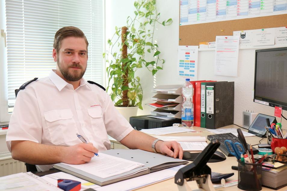 Robert Gudat leitet die Riesaer Feuerwehr – und hofft auf einen baldigen Umzug in einen Neubau.