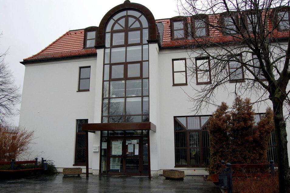 Das Bürgeramt der Stadt Hoyerswerda findet man am Pforzheimer Platz. Die postalische Anschrift lautet Dilliger Straße 1.