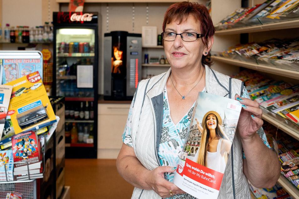 Egal, ob Tagesticket für den Zvon oder VVO, Sachsenticket oder eine Fahrkarte für den Fernverkehr – Marina Wels kann in ihrem Reisecenter auf dem Bischofswerdaer Bahnhof auch künftig mit allem dienen.