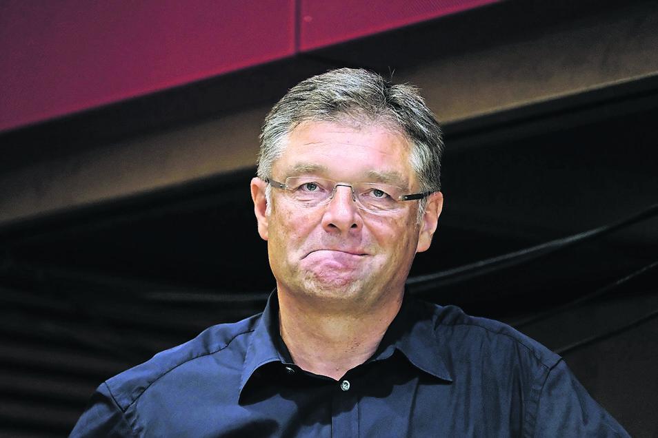 Holger Zastrow wird weiterhin in der FDP kritisiert. Beim Parteitag in Dresden war er gar nicht da – auch das sorgte für Debatten.