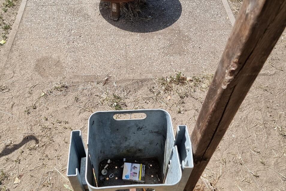 Jeden Tag sind 31 Papierkörbe von den Stadtbäder-Mitarbeitern zu leeren.