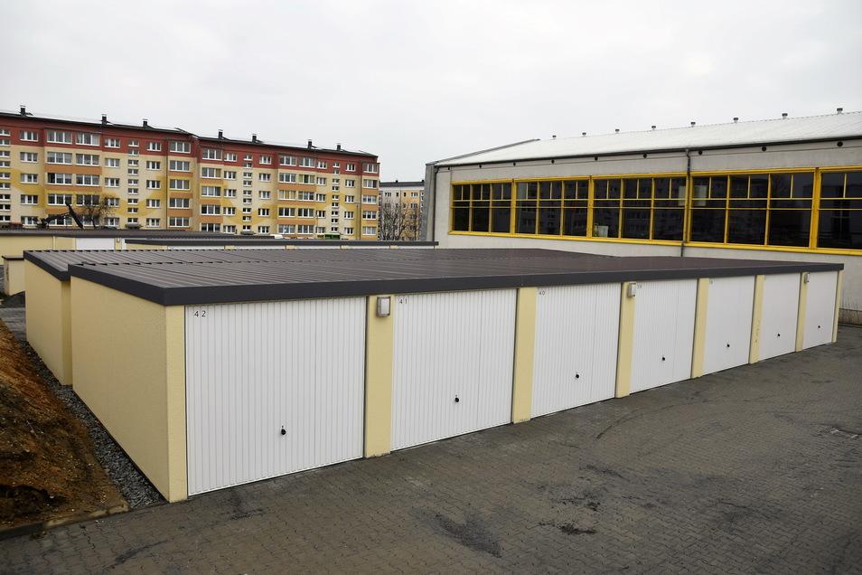 Diesen Garagenhof (Vordergrund) in Bischofswerda hat die Firma Future Construct errichtet. In Riesa plant das Unternehmen etwas sehr Ähnliches.