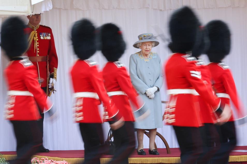 Königin Elizabeth  II. von Großbritannien ist mit einer Parade auf Schloss Windsor gefeiert worden.