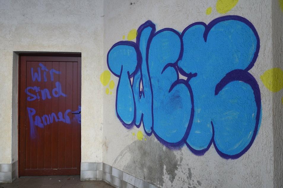 Viele Sprayer verwenden sogenannte Tags, um Insidern zu zeigen: Ich war hier. In der Szene ist der Klarname vermutlich bekannt.