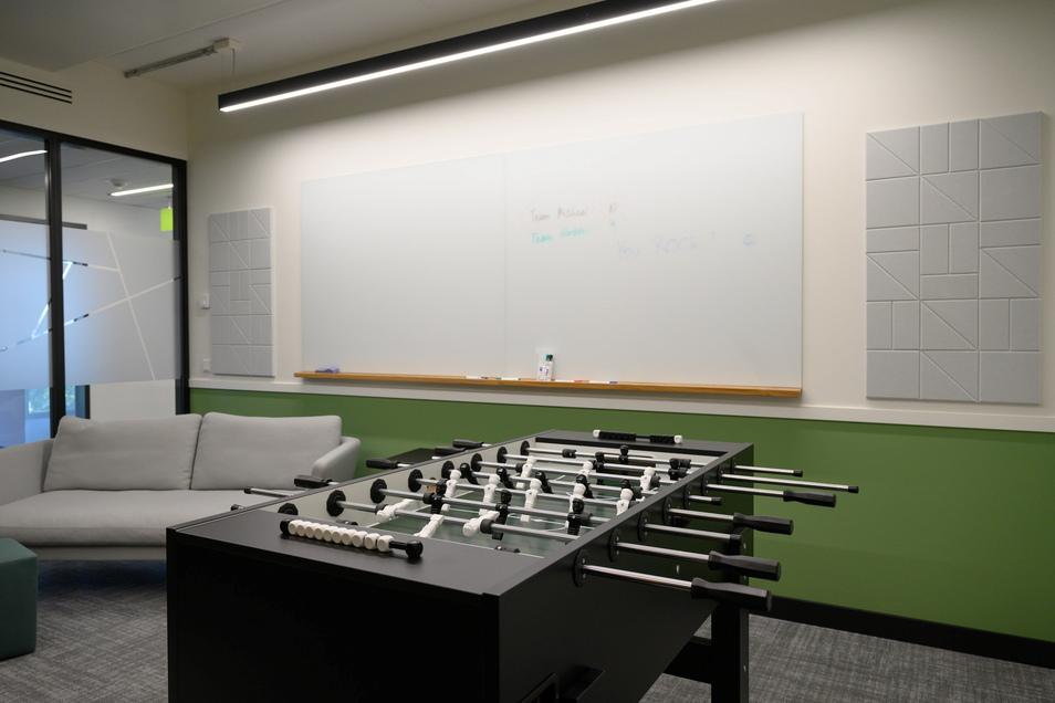 Blick in das Spielzimmer mit Tischkicker