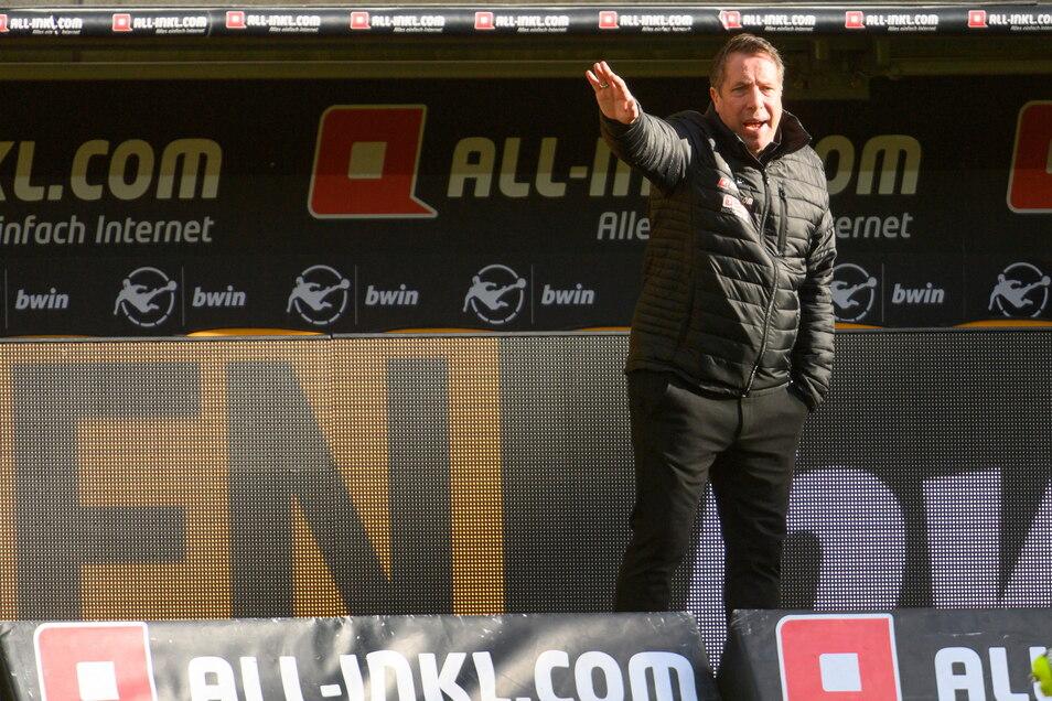 Dynamo-Trainer Markus Kauczinski gibt an der Seitenlinie alles. Er will dieses Spiel noch gewinnen.