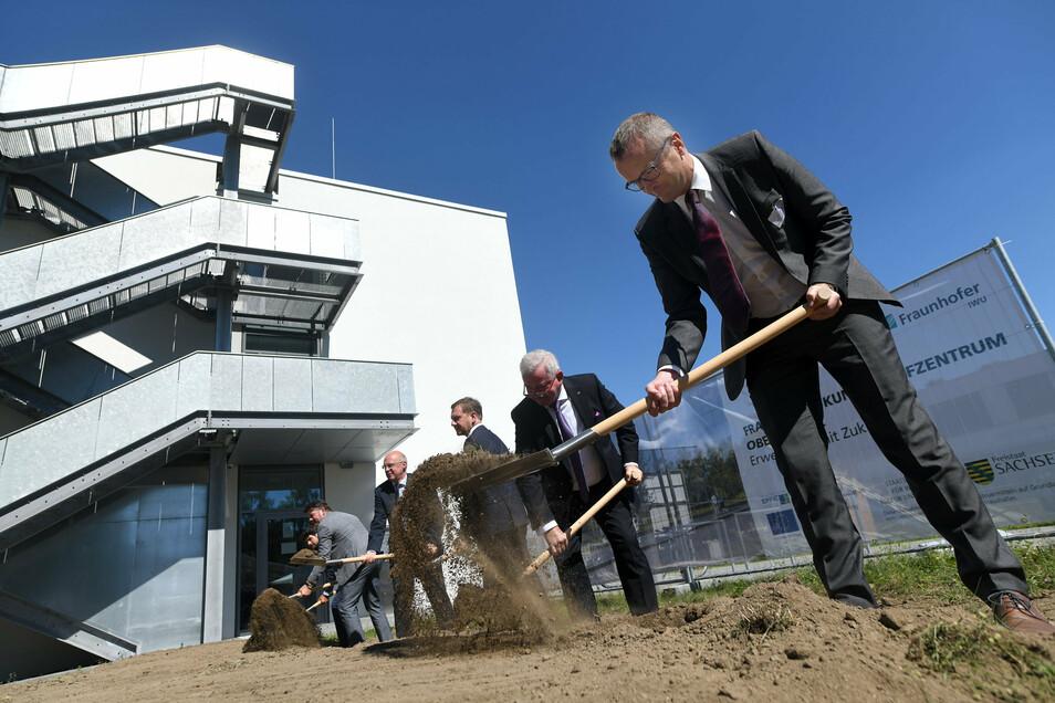 Spatenstich beim Fraunhofer Institut in Zittau für den Erweiterungsbau.