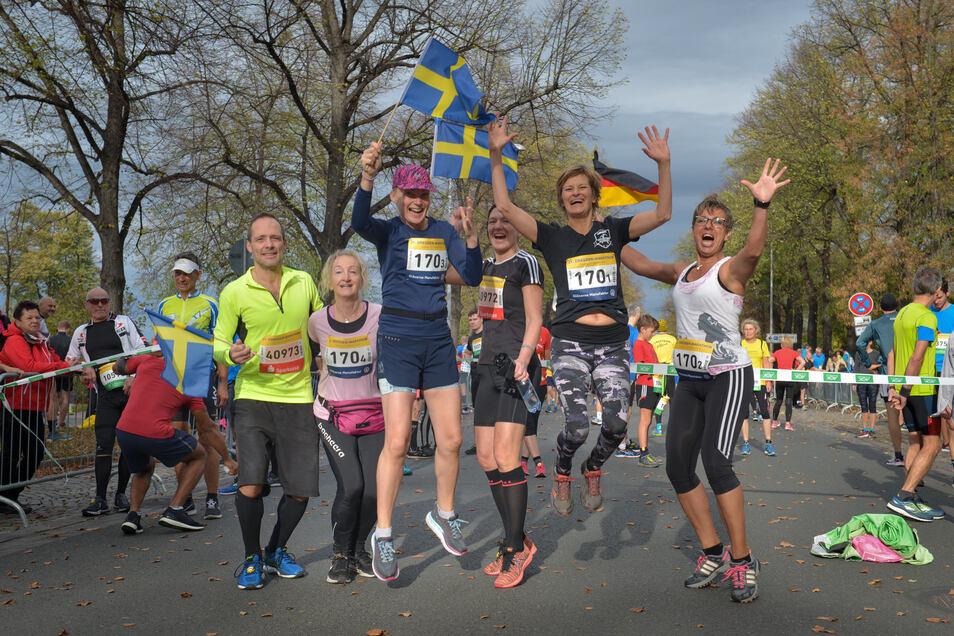"""Schweden-Power in Dresden. Für die Staffelpremiere hat sich auch ein nordisches Team angemeldet. Susanne Neubert (2. v. l.) läuft mit Maria Gustafson und Susanne Larson sowie der """"eingekauften"""" Sächsin Anja Schmidt (v. l. n. r.)"""