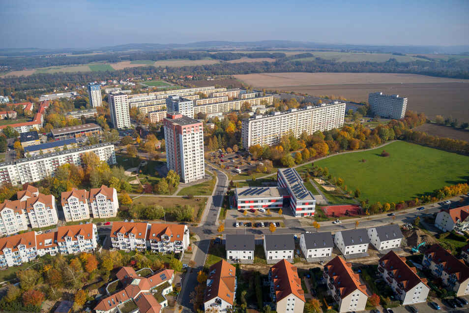 Blick auf den Pirnaer Sonnenstein: Auf der Wiese rechts im Bild soll einmal die Capannoristraße entstehen.