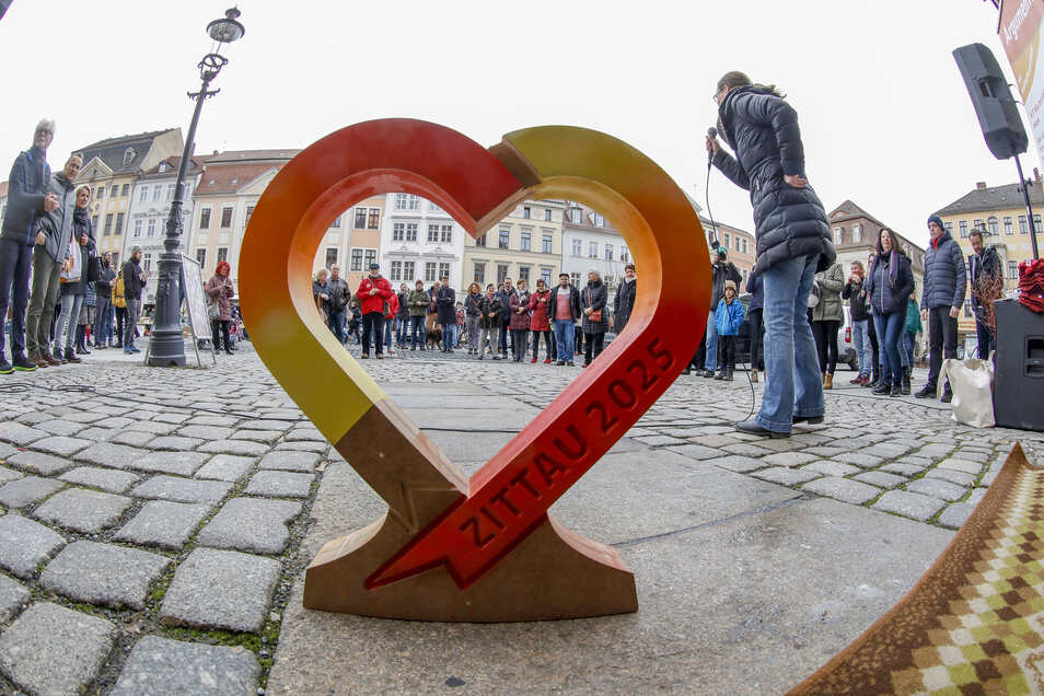 Mit einem Premierenkonzert wurde das Staffel-Herz vom Zittauer Markt auf die Reise geschickt.