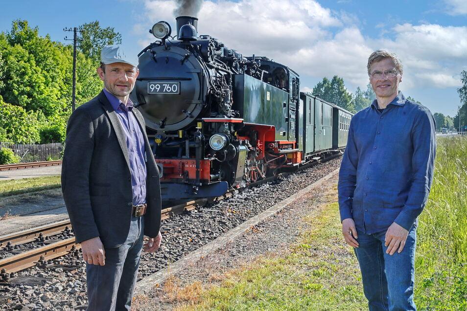 Die Zittauer Schmalspurbahn brauchte schnell Hilfe. Soeg-Geschäftsführer Ingo Neidhardt (rechts) ist froh, dass Landtagsabgeordneter Stephan Meyer auf den Brandbrief aller sächsischen Bahnen reagierte und sich für sie einsetzte.