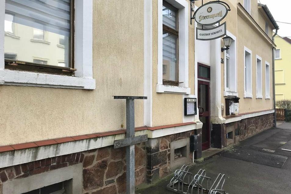 Am frühen Donnerstagnachmittag war von dem zerstörten Automaten an der Karl-Liebknecht-Straße nur noch die Aufhängung zu sehen.
