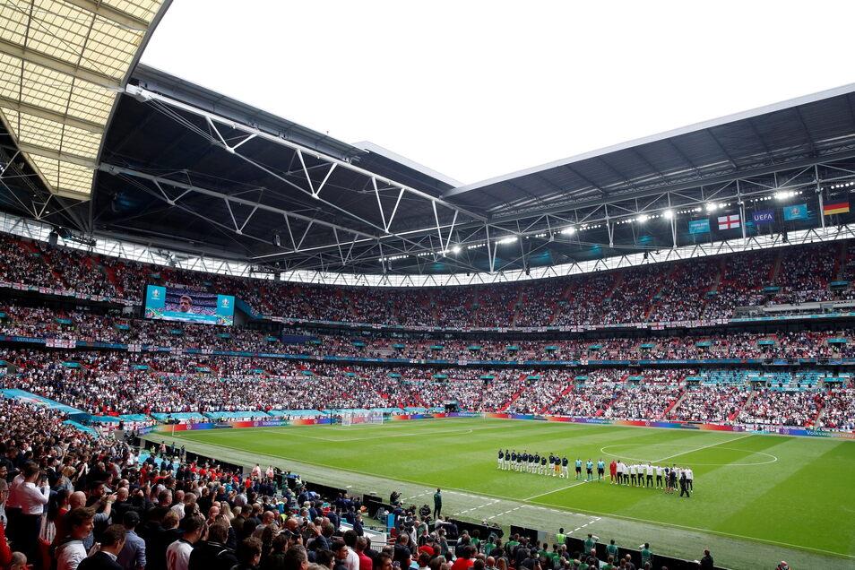 Während der deutschen Hymne buhten zahlreiche Zuschauer. Das sorgte anschließend für Kritik im Netz.