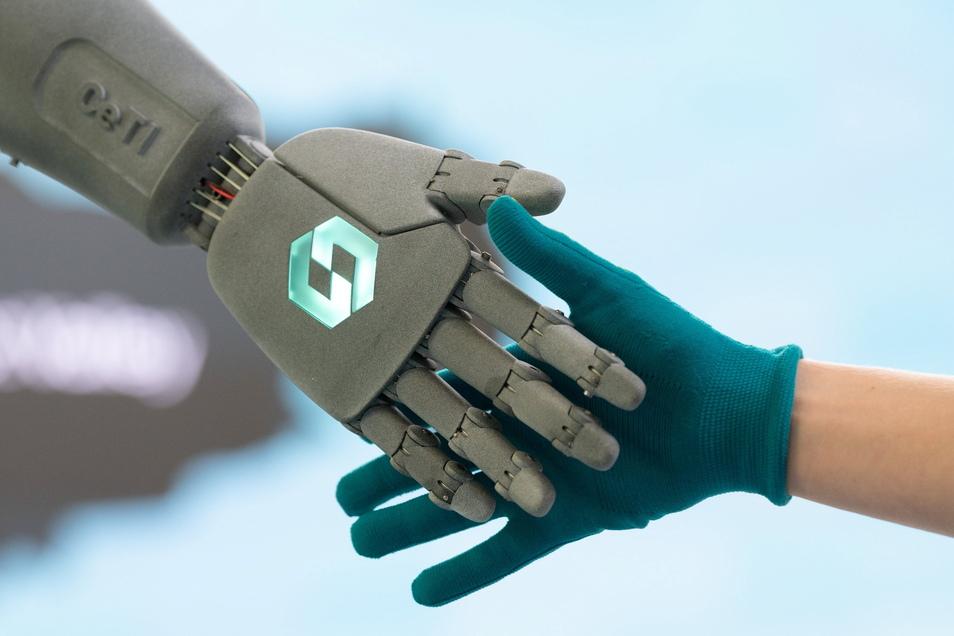 Die neu entwickelte Stoff-Kombi soll Antriebe für Roboter kostengünstiger machen.