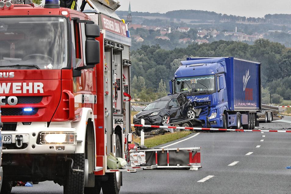 Bei dem Unfall auf der B178 war ein Chemikalien-Tank leck geschlagen.