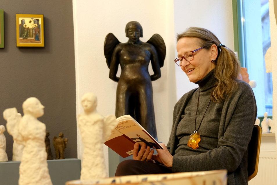 Ist schon gespannt: Galeristin Christina König fragt, welche Bilder die Meißner am liebsten haben.