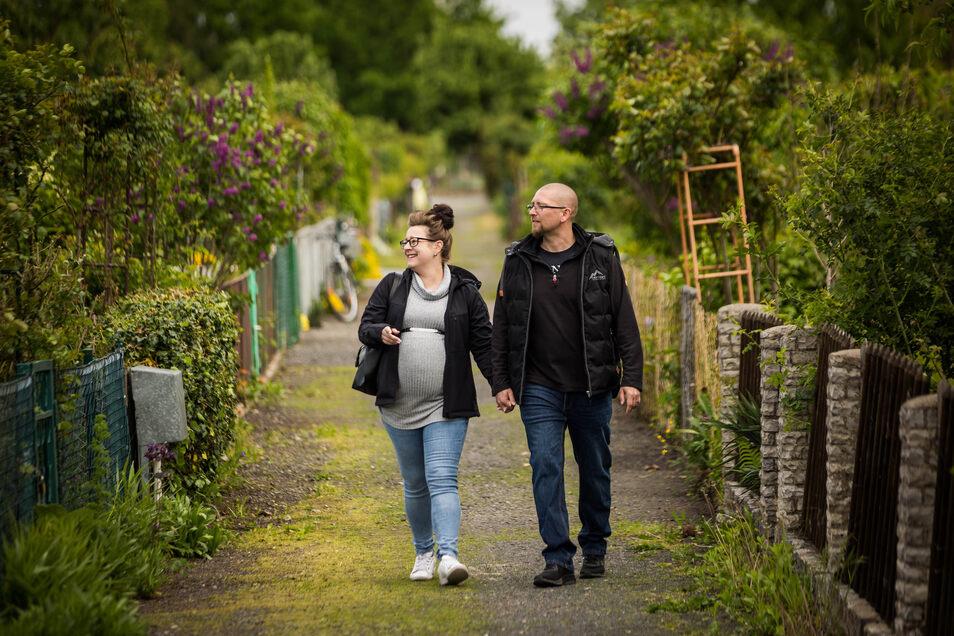 """In der Gartensparte """"Alte Elbe"""" in Seidnitz stehen Günter Nowak und seine Freundin Freya Zatorski immerhin schon auf der Warteliste."""
