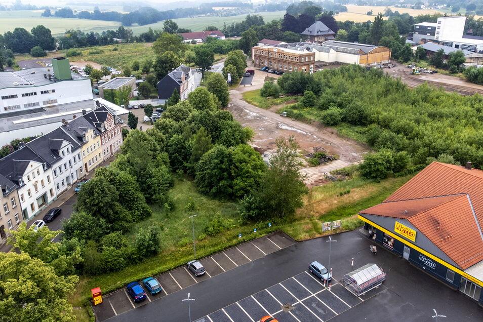 Auf dem Brachland im Süden von Hartha und links neben dem existierenden Netto-Markt könnte schon bald ein neuer Gebäudekomplex aus Vollsortimenter, Discounter und Drogeriemarkt entstehen.