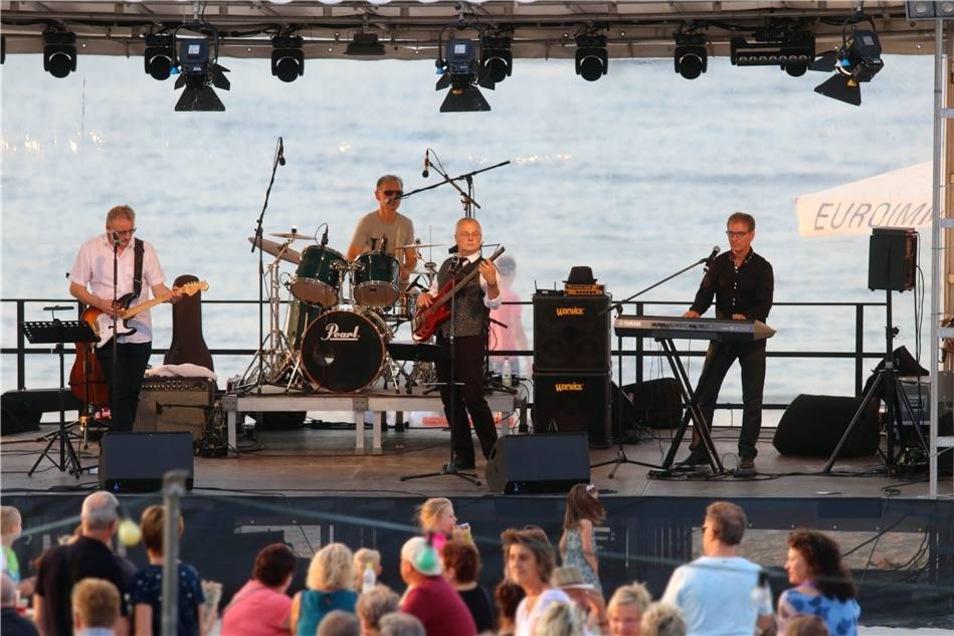 ... und die Live Style Band, die am Sonnabendabend für eine Strandparty sorgte.