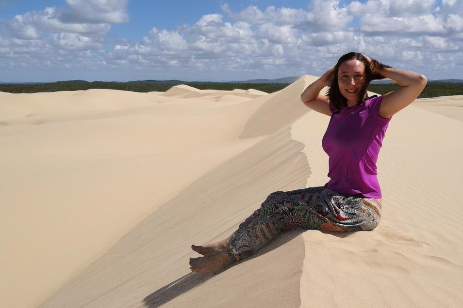 Nicole Baumgärtel in der Sandwüste im australischen Port Stephens.