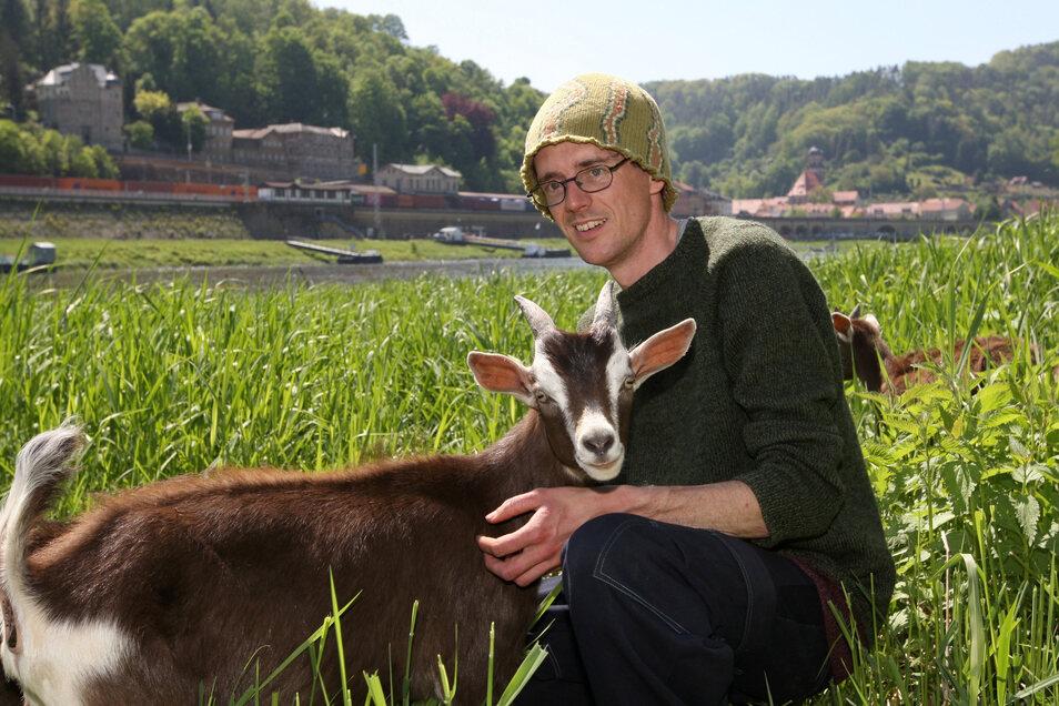 Der Mann, der mit Ziegen wandert - der Königsteiner Ziegenhirte Patu Radfeld alias Patrick Pietsch.