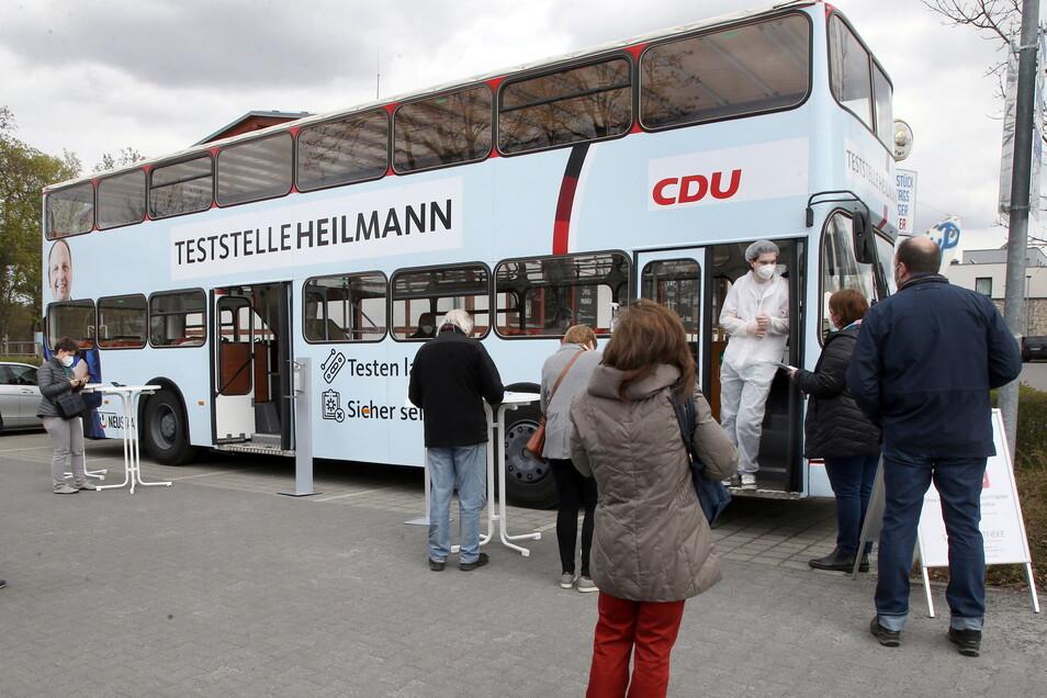 Der Bundestagsabgeordnete Thomas Heilmann (CDU) hat eine Corona-Teststelle eröffnet.