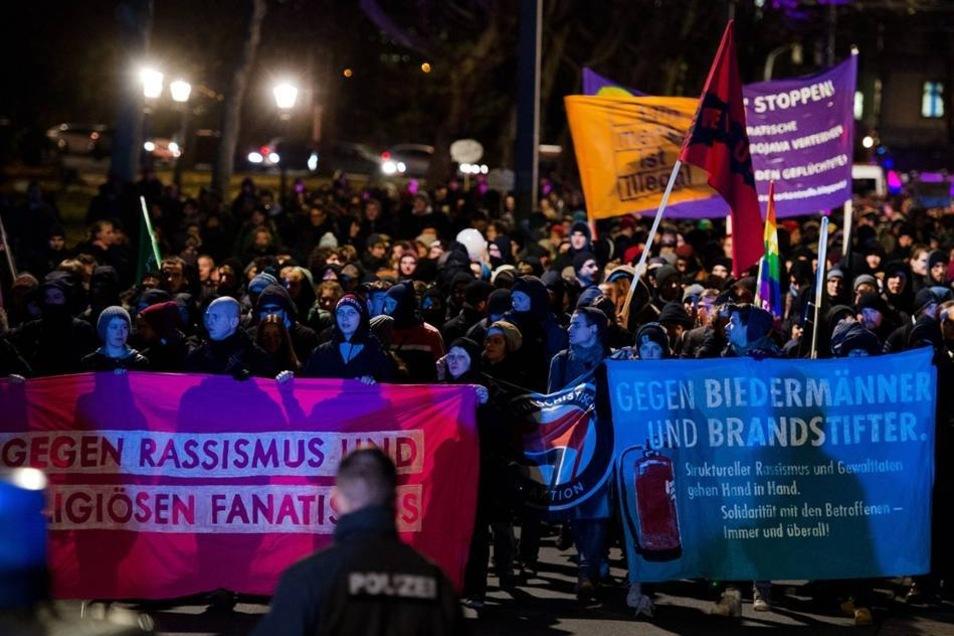 Aus sechs Richtungen starteten Teilnehmer des Sternmarsches, um gegen Pegida zu demonstrieren.