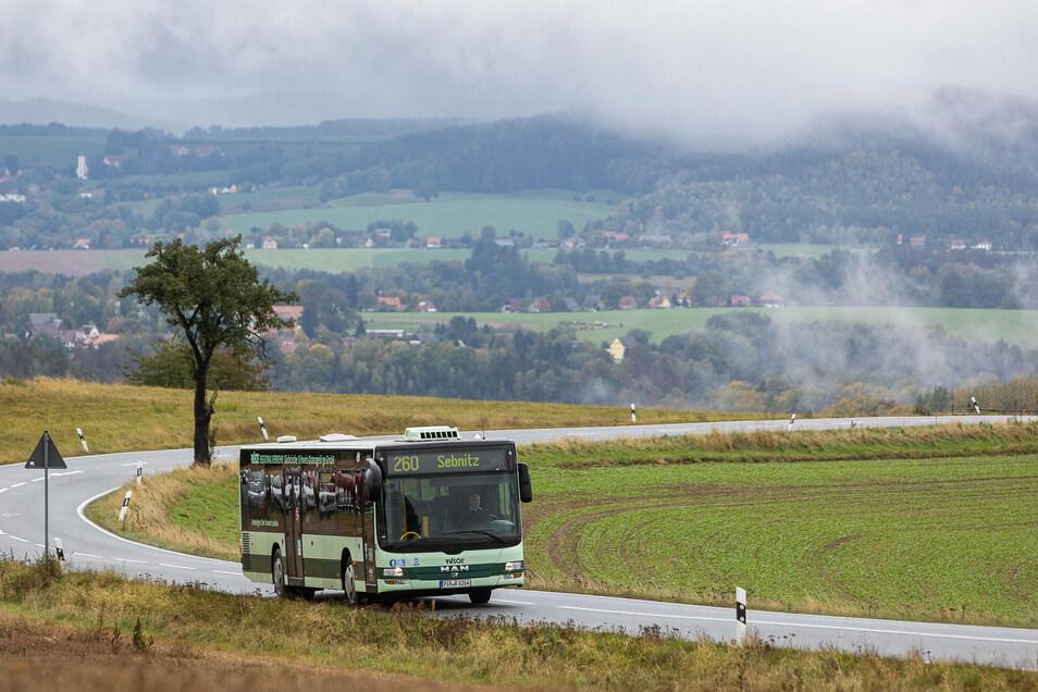 Mit dem Regionalbus durch die Sächsische Schweiz fahren? Mit der Mobilitätskarte können Touristen das ohne zusätzliches Ticket tun.