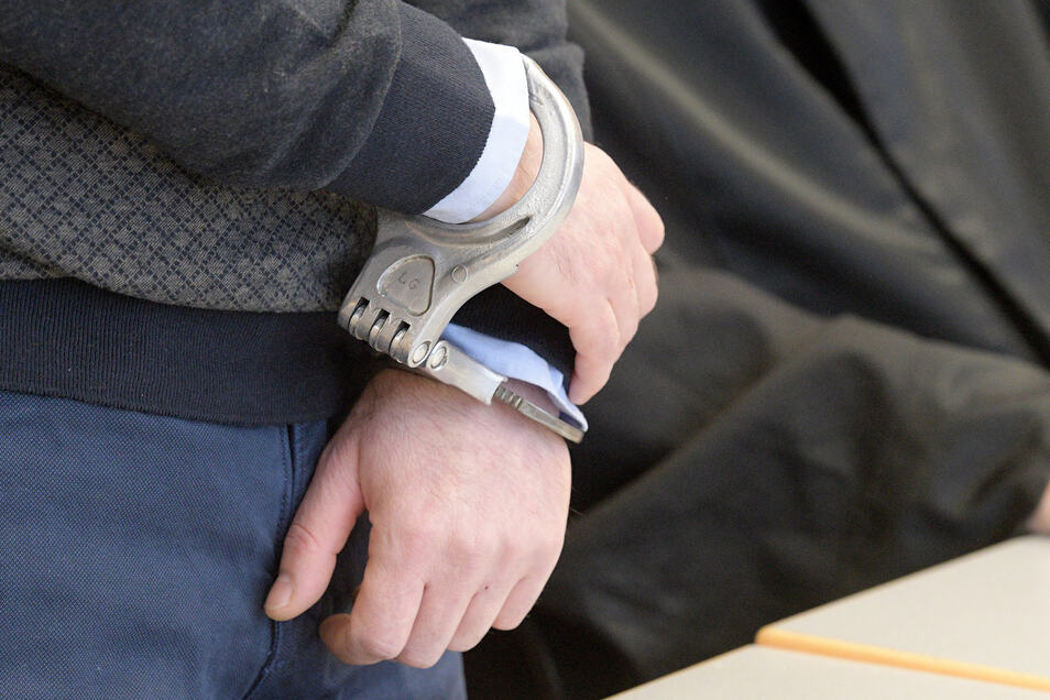 Bereits wegen anderer Delikte in Haft, muss sich nun der Kasache auch noch wegen Drogenhandels verantworten.