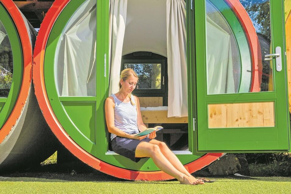 """Auf dem """"Campingplatz am Treidlerweg"""" in Königstein wurden Abwasserrohre zu einfachen, aber praktischen Doppelzimmern umgebaut. Die Übernachtung kostet ab 30 Euro."""