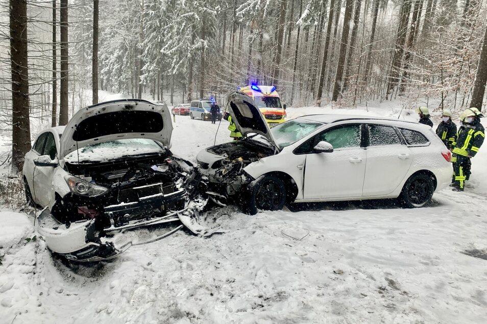Zwischen Wünschendorf und Dürrröhrsdorf-Dittersbach stießen ein Opel und ein Hyundai zusammen. Eine Fahrerin wurde dabei verletzt.
