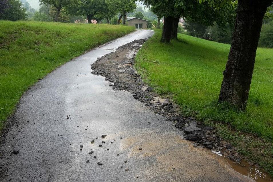 Starkregen hat die schnelle Verbindung von Ehrenberg nach Hohnstein zerstört.