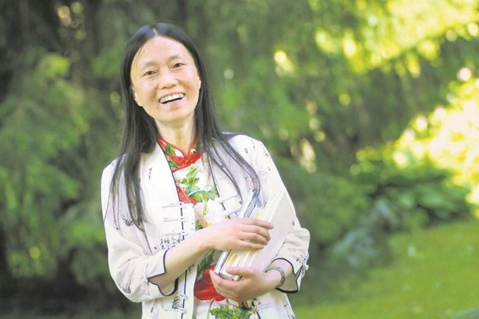 """Gekommen, um zu bleiben: Seit 1988 lebt die Chinesin Xu Pei in Deutschland, sie besitzt die deutsche Staatsbürgerschaft. Bis zu ihrem ersten Roman hat sie hauptsächlich Gedichte geschrieben (Kostprobe """"Glücklos"""" s.u.). Immer wieder macht sie auch mit Prot"""