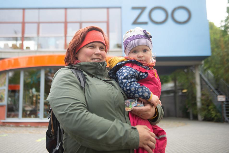 Kathleen Gburekk und ihre Tochter Franka gehörten am Montagmorgen zu den ersten Besuchern.