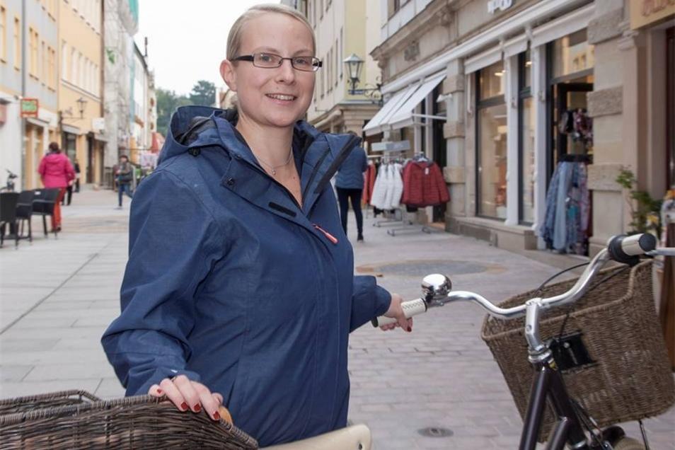 Wahlergebnis verunsichert mich Ich bin sehr enttäuscht darüber, dass so viele Menschen ihren Unmut ausgerechnet durch die Wahl der AfD kundtun. Ich hoffe, dass sich die AfD in der neuen Machtposition zersplittert, so wie es bei den Piraten der Fall war. Ich fühle mich als Frau durch die Wahlergebnisse in Pirna verunsichert. Susanne Hänsel (31), Gastro-Angestellte, Pirna