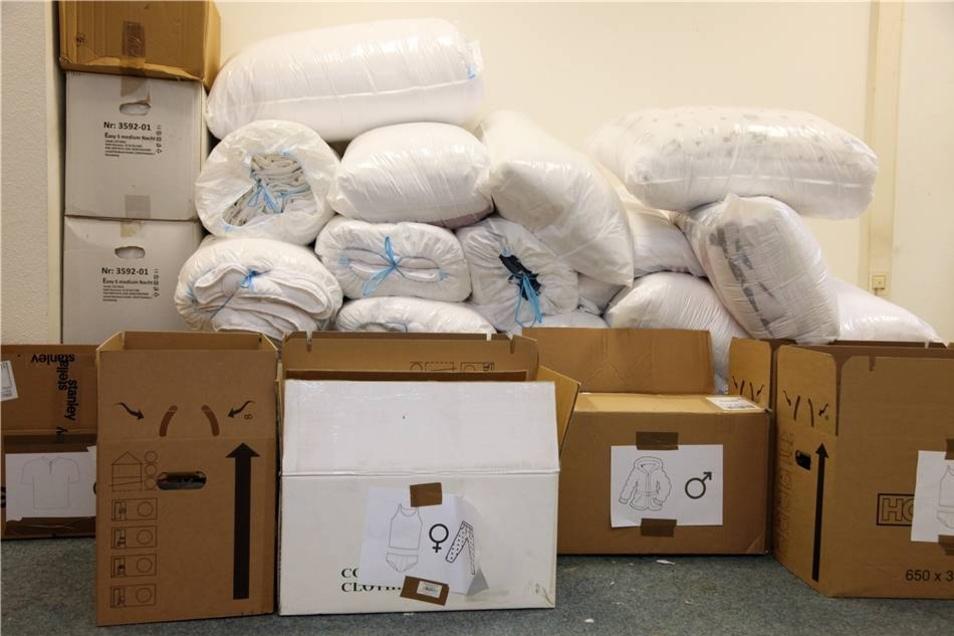 Überraschend kam eine Lieferung von Decken und Schlafsäcken aus Niedersachsen rein.