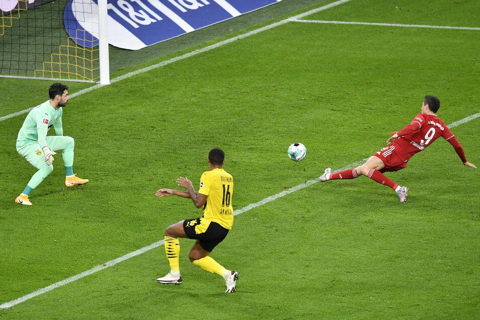 Gleich ist der Ball im Tor, nur zählt dieser und noch ein weiterer Treffer von Robert Lewandowski nicht. Knapp steht er jeweils im Abseits. Ein reguläres Tor erzielt der Bayern-Torjäger aber auch, sein elftes in dieser Saison.