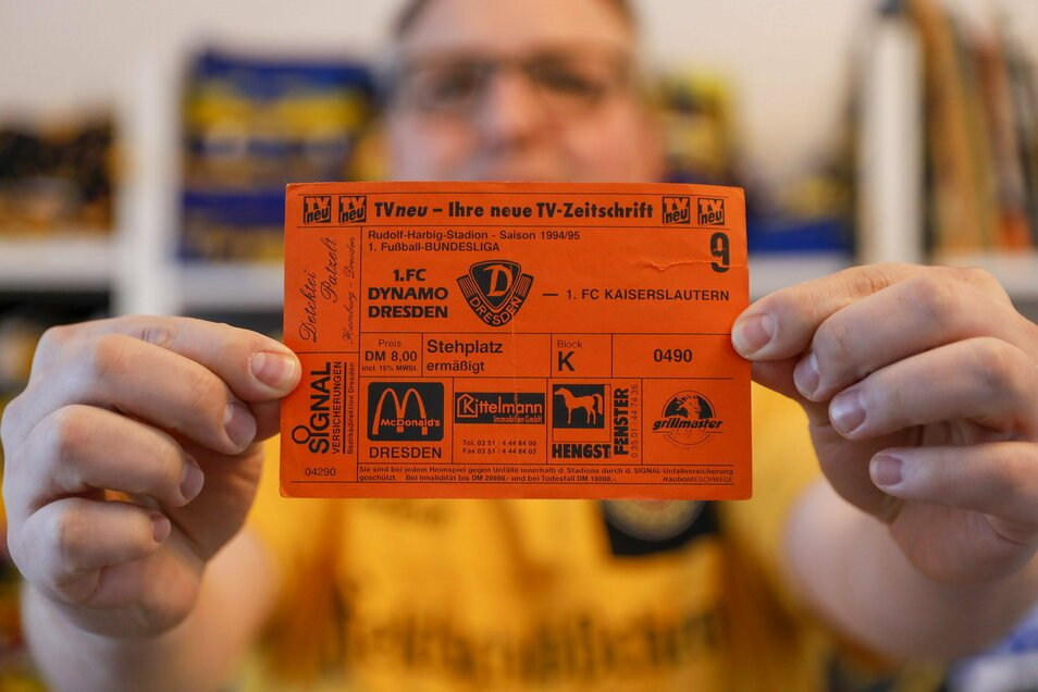 Seine erste Eintrittskarte vom Spiel der Dresdner gegen Kaiserslautern.