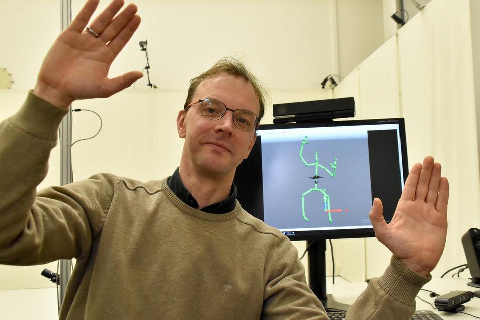 Was im Hintergrund an eine Stabheuschrecke erinnert, ist ein Abbild der Bewegungen von Professor Markus Wacker, der Therapie-Übungen bei Parkinson erforscht.