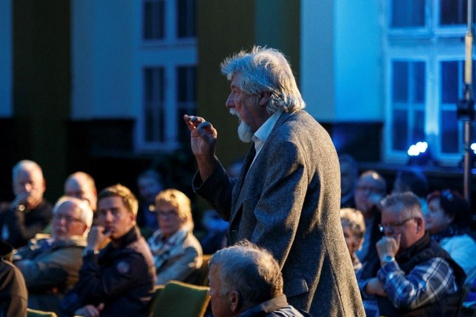 Auch Besucher kamen zu Wort wie Hans-Dieter Scharon, der sich für mehr Gerechtigkeit bei der Rente aussprach. Seiner Ansicht nach wäre das gegeben, wenn die Rentenerhöhungen nicht prozentual vorgenommen werden, sondern jeder Rentner denselben Erhöhungsbet