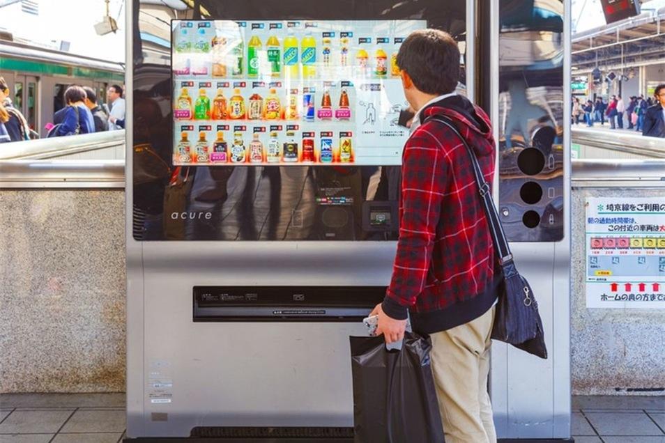Bild: Getränke, Essen und sogar Unterwäsche - in Japan existiert kaum etwas, das es nicht im Automaten zu kaufen gibt. | Bildquelle: cowardlion - 519482542 / Shutterstock.com